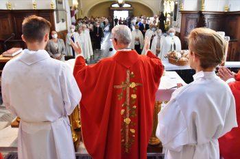 Zobacz, jak Jezus cię kocha! 50 lat parafii św.Krzyża wRzeszowie