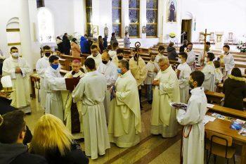 Czterech katechumenów przygotowuje się dochrztu