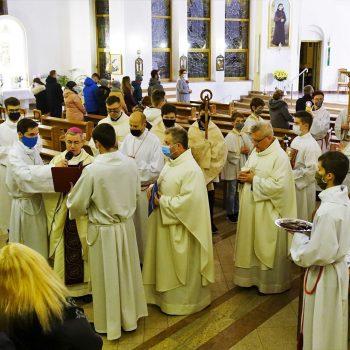 Czterech katechumenów przygotowuje się do chrztu