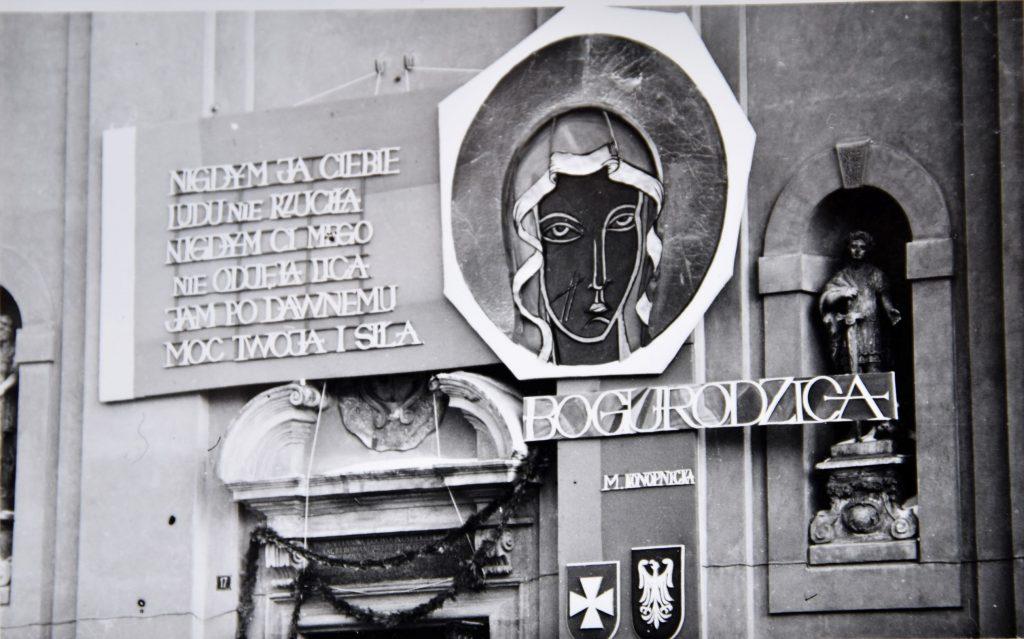 """""""Puste ramy"""" - 50. rocznica peregrynacji symboli Nawiedzenia Matki Bożej w parafiach Rzeszowa"""